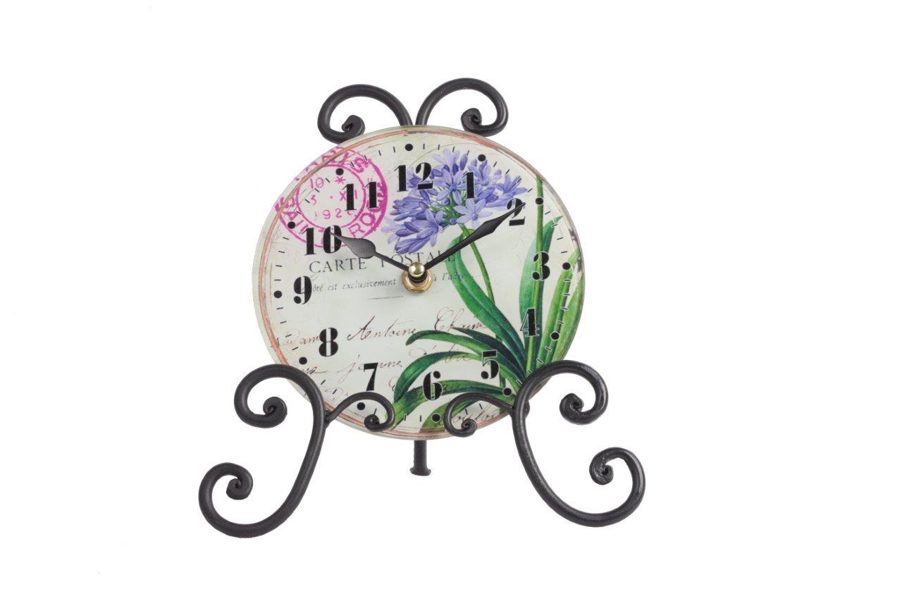 Часы на подставке LiliaНастольные часы<br>Роскошный интерьер складывается из деталей. Часы на подставке Lilia — это тот элемент декора, который непременно привнесет в ваш дом дополнительный уют, красоту и изысканность. Необычное сочетание стеклянного циферблата и кованой металлической подставки дает поистине оригинальный аксессуар. Растительные мотивы, украшающие часы, будут отлично гармонировать с общей картиной помещения, оформленного в любом стиле.<br><br>Material: Стекло<br>Width см: 20,5<br>Depth см: 9,5<br>Height см: 21,5