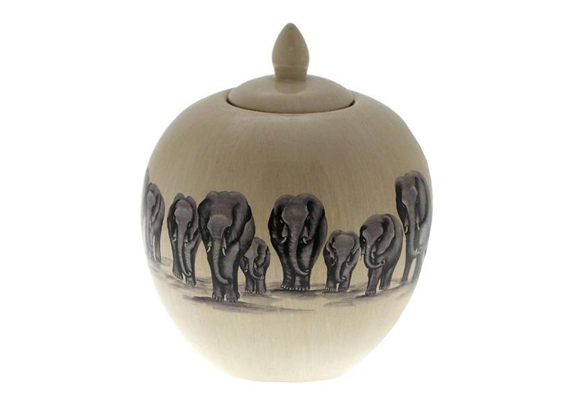 ВазаВазы<br>Ваза с крышкой из коллекции Kandula выполнена из керамики. Цвет: кремовый. Принт со слонами на вазе.<br><br>Material: Керамика<br>Height см: 23.5<br>Diameter см: 20
