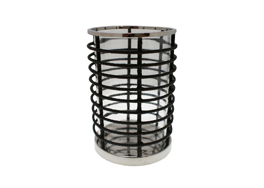 ПодсвечникПодсвечники<br>Подсвечник из коллекции St. Barht для крупных свечей с сеткой из никелированного металла. Внутри ваза из прозрачного стекла.<br><br>Material: Металл<br>Height см: 33<br>Diameter см: 23