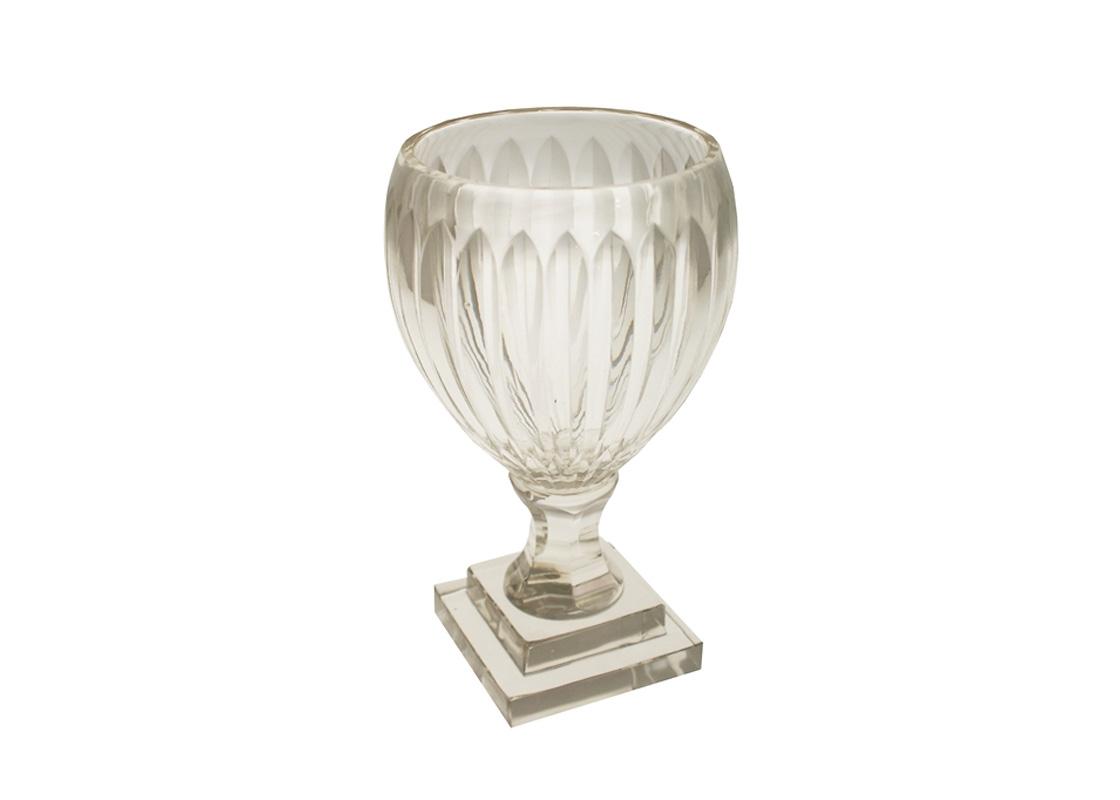 ПодсвечникПодсвечники<br>Подсвечник из коллекции Rosenstein для крупных свечей выполнен из плотного прозрачного стекла.<br><br>Material: Стекло<br>Height см: 23<br>Diameter см: 13