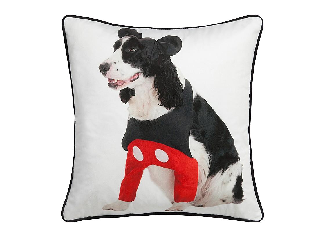Подушка с собачкой Mickey DoggieКвадратные подушки и наволочки<br>Белая подушка с изображением милой собачки Mickey Doggie — это превосходный аксессуар, который поможет оживить наскучивший интерьер и добавить ярких красок вашему дому. Предмет декора способен привнести еще больше уюта и тепла любой комнате, а также обеспечить вам комфортное место отдыха после трудного рабочего дня. Ведь нет ничего приятнее, чем расположиться в мягких подушках и посвятить время себе. Подушка также будет отличным сувениром и оригинальным подарком.<br><br>Material: Текстиль<br>Width см: 45<br>Depth см: 6<br>Height см: 45