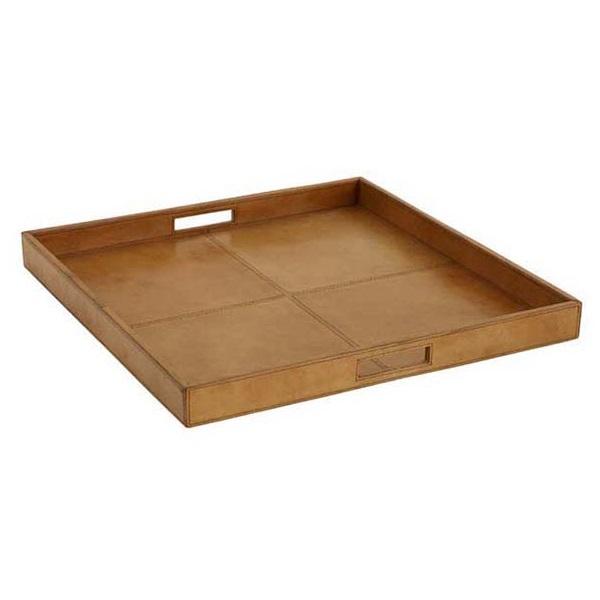 ПодносДекоративные подносы<br>Квадратный поднос Tray Dolce&amp;amp;nbsp;&amp;amp;nbsp;на каркасе из дерева, обтянут натуральной коричневой кожей.<br><br>Material: Кожа<br>Width см: 51<br>Depth см: 51<br>Height см: 5