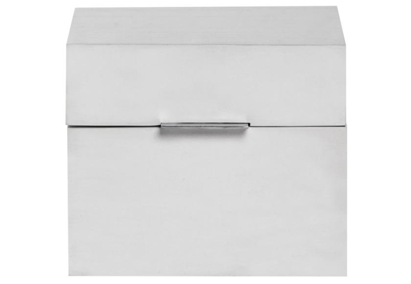 Шкатулка White BoxШкатулки<br>Сигары, визитки или коллекцию редких марок – что бы Вы ни решили хранить в этой шкатулке, ваши сокровища будут надежно спрятаны. Black Box может стать стильным подарком коллеге или занять достойное место в Вашем кабинете – черный цвет и строгая форма подойдет любому мужскому интерьеру.<br><br>Material: Дерево<br>Width см: 16<br>Depth см: 17<br>Height см: 13<br>Diameter см: None