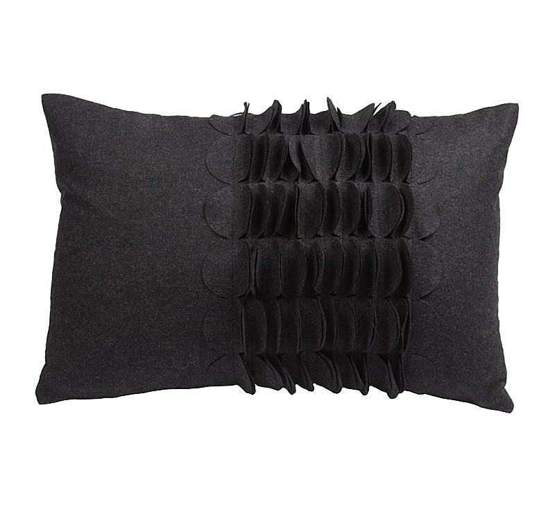 Подушка с объемным узором GiselleПрямоугольные подушки<br>Удлинённая, тёмно-серого цвета кашемировая подушка с объёмным накладным узором и мягким упругим наполнителем, подойдет для подарка и в качестве дополнения к декору любого интерьера. Подушка также будет отличным сувениром и оригинальным подарком.<br><br>Material: Кашемир<br>Width см: 30<br>Depth см: 10<br>Height см: 45