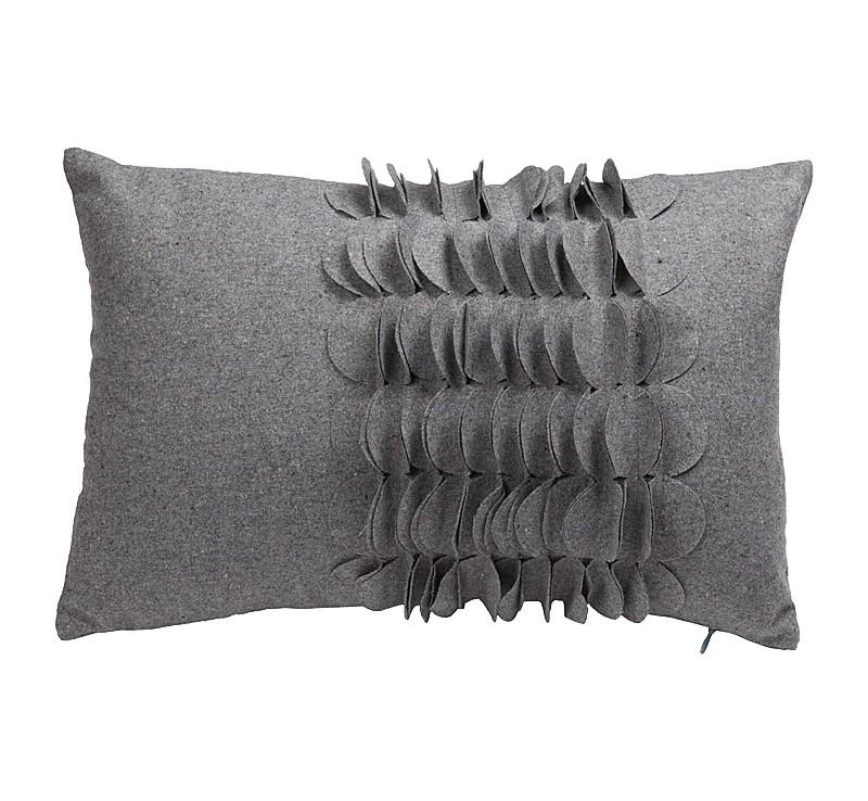 Подушка с объемным узором GiselleПрямоугольные подушки<br>Ласковая, серого цвета кашемировая подушка с объёмным накладным узором и мягким упругим наполнителем, всегда готова заботливо подложить себя хозяину, поможет принять удобную позу. Подушка также будет отличным сувениром и оригинальным подарком.<br><br>Material: Кашемир<br>Width см: 30<br>Depth см: 10<br>Height см: 45