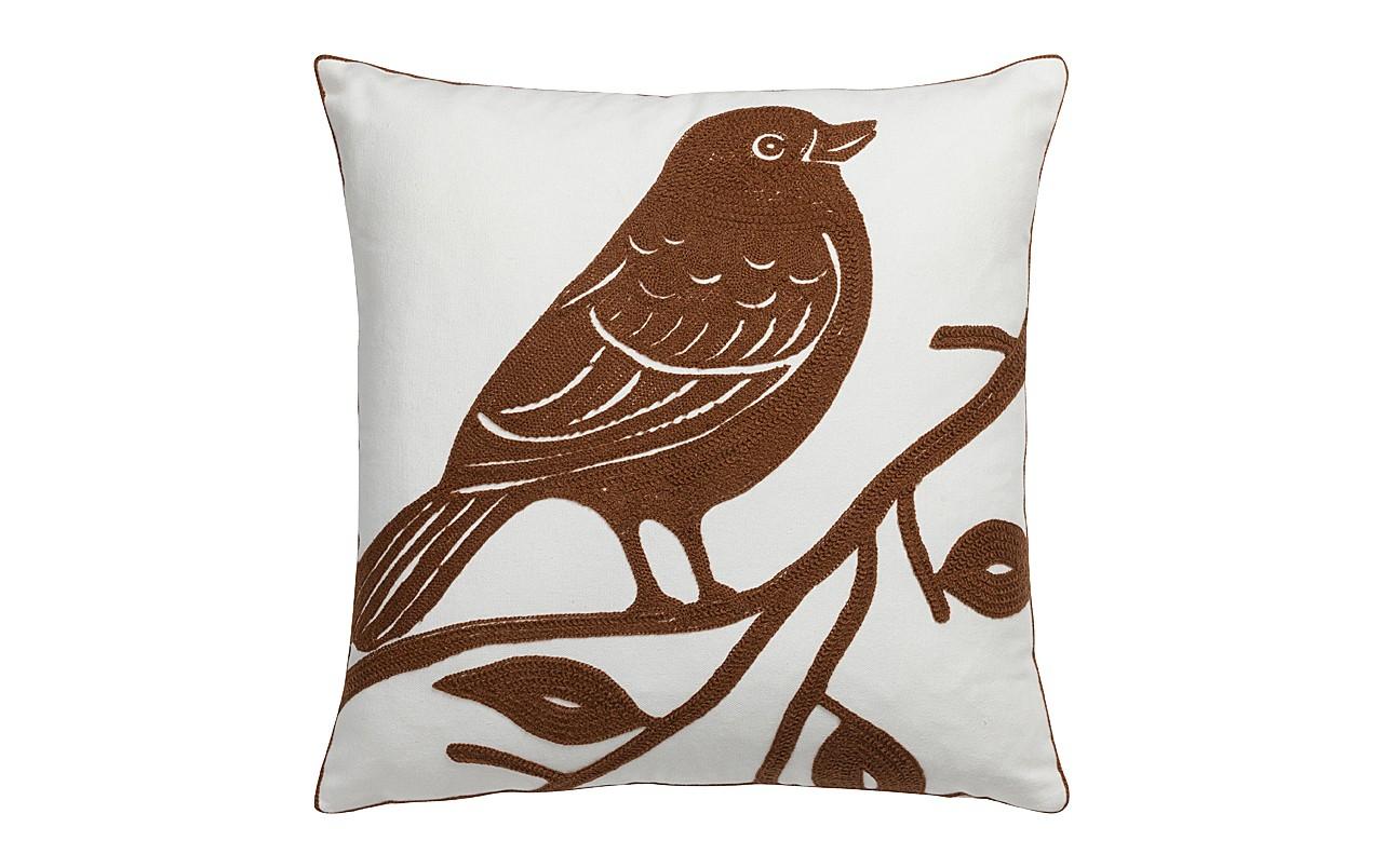 Подушка с птицей VolarКвадратные подушки и наволочки<br>Подушка Volar — это настоящая находка для тех, кто хочет облагородить свой дом, придать ему изысканный и роскошный вид, а также сделать зону отдыха более уютной и комфортной. Очаровательная коричневая птица, вышитая на нежно-белом чехле, выглядит, благодаря исполнению, объемно; это делает предмет декора неповторимым и уникальным. Такая подушка непременно украсит ваш диван, кресло или кровать. Подушка также будет отличным сувениром и оригинальным подарком.<br><br>Material: Текстиль<br>Width см: 45<br>Depth см: 6<br>Height см: 45