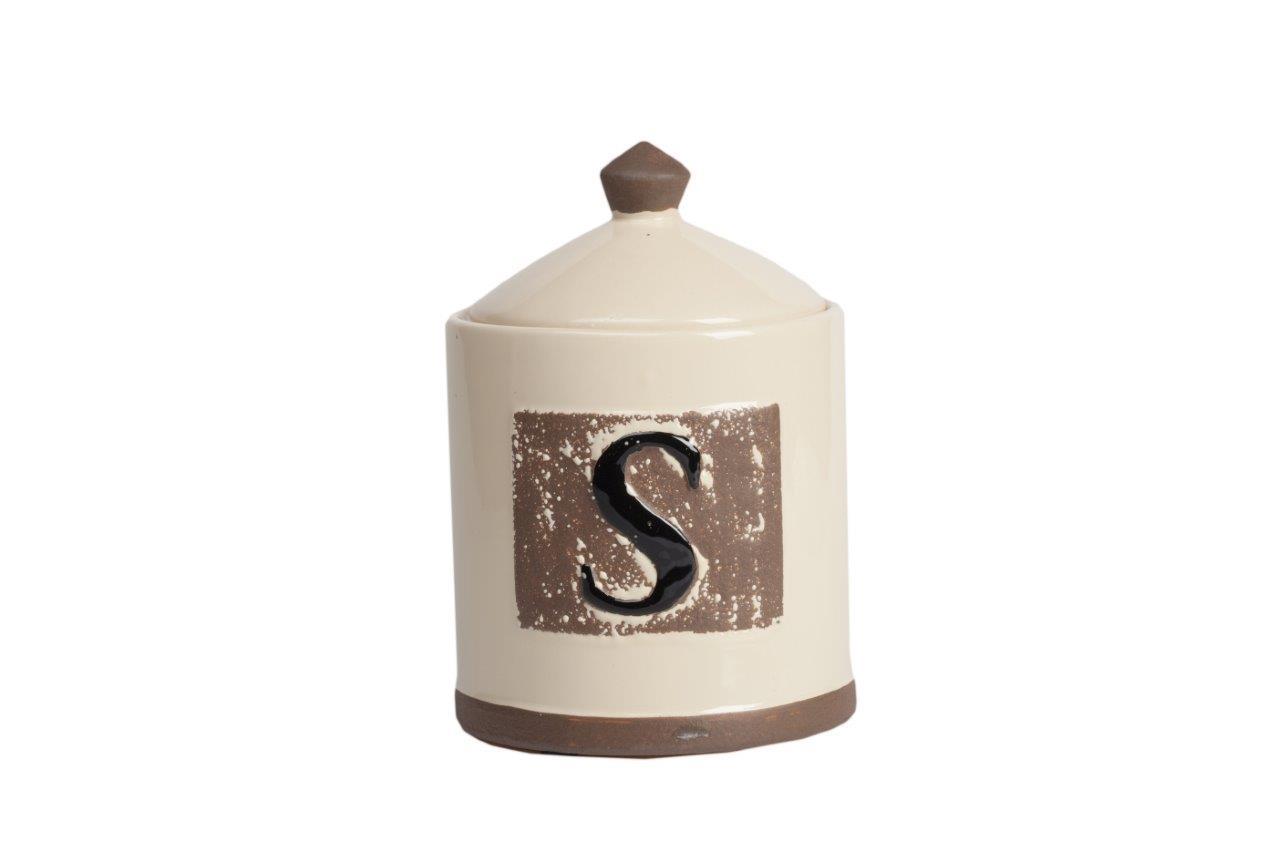 Емкость для хранения Tempo PiccoloЕмкости для хранения<br>Оригинальная ёмкость для хранения Tempo Piccolo кремового цвета — это, несомненно, превосходный элемент декора кухни, который поможет сделать её более уютной, изысканной и роскошной. Аксессуар изготовлен из керамики, имеет очаровательный и простой рисунок в виде латинской буквы на серо-коричневом фоне и такого же цвета окантовку. Ёмкость идеально подойдёт для хранения сыпучих продуктов питания и сладостей.<br><br>Material: Керамика<br>Width см: None<br>Depth см: None<br>Height см: 19,5<br>Diameter см: 14