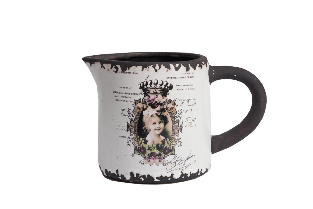 Кружка CorreosЧаши<br>Кружка Correos выполнена из керамики, декорирована под старину в черных и бежевых тонах, с изображением милого личика девочки — будущей королевы. Простой, но оригинальный дизайн подчеркивается практичными деталями в виде ручки и носика.<br><br>Material: Керамика<br>Width см: 23<br>Depth см: 13,5<br>Height см: 14,5