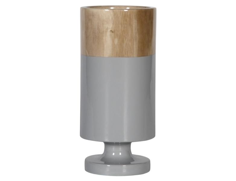 Ваза настольная Rustic ChicВазы<br>Коллекция этих ваз невольно напоминает фольклорную притчу о наполовину пустом или наполовину полном стакане. Если вы хотите добавить к своему декору немного философии  – соберите эти вазы вместе и они будут великолепны в своей асимметричности, выполненной в пастельных тонах. Впрочем, и в единственном экземпляре Rustic Chic украсит стол, в каком бы интерьере он ни находился.<br><br>Material: Дерево<br>Height см: 37<br>Diameter см: 18