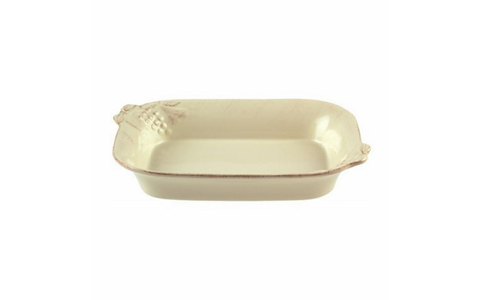 Блюдо для запекания прямоугольноеДекоративные блюда<br>Costa Nova (Португалия) – керамическая посуда из самого сердца Португалии. Керамическая посуда Costa Nova абсолютно устойчива к мытью, даже в посудомоечной машине, ее вполне можно использовать для замораживания продуктов и в микроволновой печи, при этом можно не бояться повредить эту великолепную глазурь и свежие краски. Такую посуду легко мыть, при ее очистке можно использовать металлические губки – и все это благодаря прочному глазурованному покрытию. Все серии посуды от Costa Nova отвечают международным стандартам качества. Керамическая посуда от Costa Nova не содержит такие вещества, как свинец и кадмий.<br><br>Material: Керамика<br>Ширина см: 32<br>Глубина см: 22