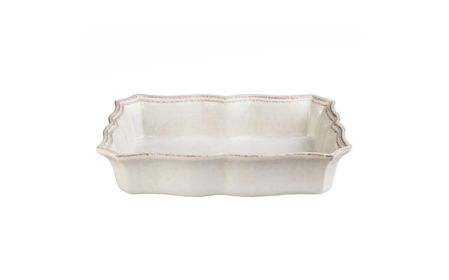 Блюдо для запекания прямоугольноеДекоративные блюда<br>Costa Nova (Португалия) – керамическая посуда из самого сердца Португалии. Керамическая посуда Costa Nova абсолютно устойчива к мытью, даже в посудомоечной машине, ее вполне можно использовать для замораживания продуктов и в микроволновой печи, при этом можно не бояться повредить эту великолепную глазурь и свежие краски. Такую посуду легко мыть, при ее очистке можно использовать металлические губки – и все это благодаря прочному глазурованному покрытию. Все серии посуды от Costa Nova отвечают международным стандартам качества. Керамическая посуда от Costa Nova не содержит такие вещества, как свинец и кадмий.<br><br>Material: Керамика<br>Width см: 30