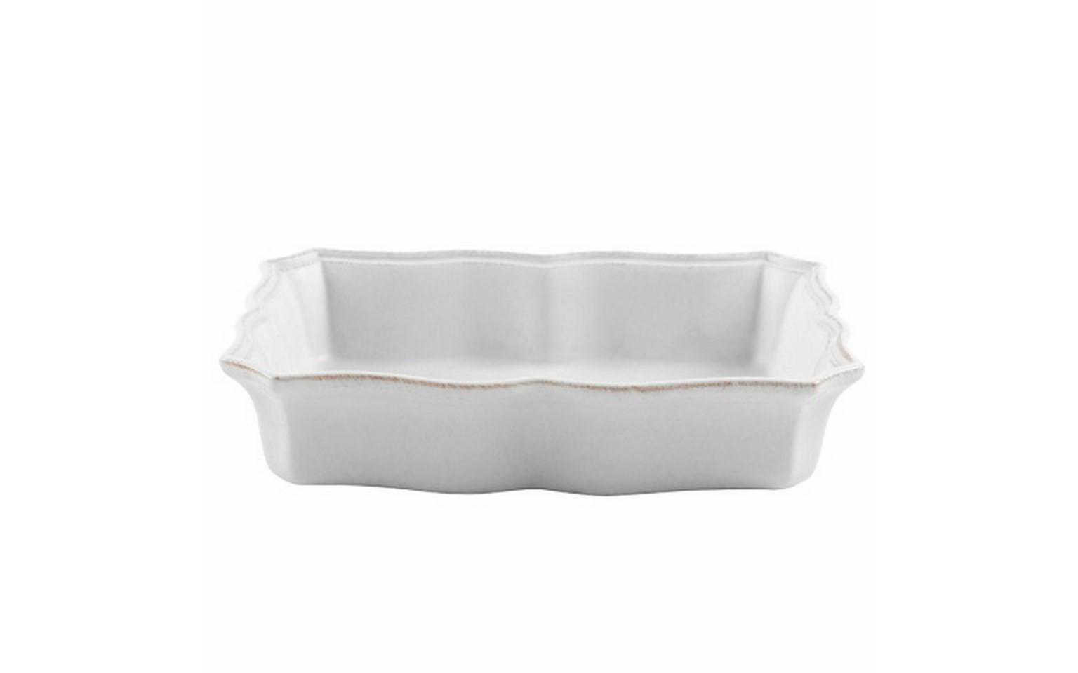 Блюдо для запекания квадратноеДекоративные блюда<br>Costa Nova (Португалия) – керамическая посуда из самого сердца Португалии. Она абсолютно устойчива к мытью, даже в посудомоечной машине, ее вполне можно использовать для замораживания продуктов и в микроволновой печи, при этом можно не бояться повредить эту великолепную глазурь и свежие краски. Такую посуду легко мыть, при ее очистке можно использовать металлические губки – и все это благодаря прочному глазурованному покрытию. Все серии посуды от Costa Nova отвечают международным стандартам качества. Керамическая посуда от Costa Nova не содержит такие вещества, как свинец и кадмий.<br><br>Material: Керамика<br>Width см: 25