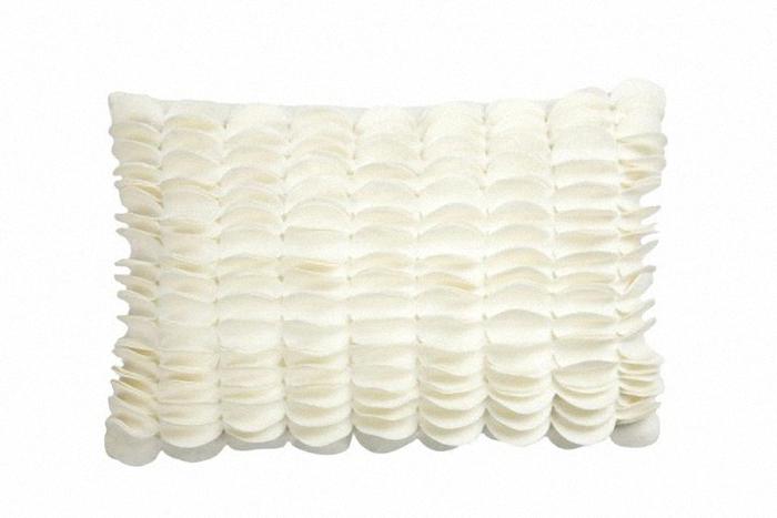 Подушка c узором Sweet Home WhiteПрямоугольные подушки и наволочки<br>Подушка c узором Sweet Home White 2 продолговатой формы, покрыта тканью в белом цвете, с рельефным узором из вертикальных чешуек. Мягкий и упругий наполнитель, хорошо поддерживает спину, помогает расслабиться и принять удобную позу, обеспечивает крепкий сон. Подушка также будет отличным сувениром и оригинальным подарком.<br><br>Material: Кашемир<br>Ширина см: 45<br>Высота см: 30<br>Глубина см: 14