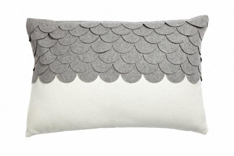 Подушка c узором Marbella GrayПрямоугольные подушки<br>Подушка c узором Marbella Dark Gray из ткани темно-серого и белого цвета. Мягкий и упругий наполнитель хорошо поддерживает спину, помогает расслабиться и принять удобную позу, обеспечивает крепкий сон. Подушка также будет отличным сувениром и оригинальным подарком.<br><br>Material: Кашемир<br>Width см: 45<br>Depth см: 14<br>Height см: 30
