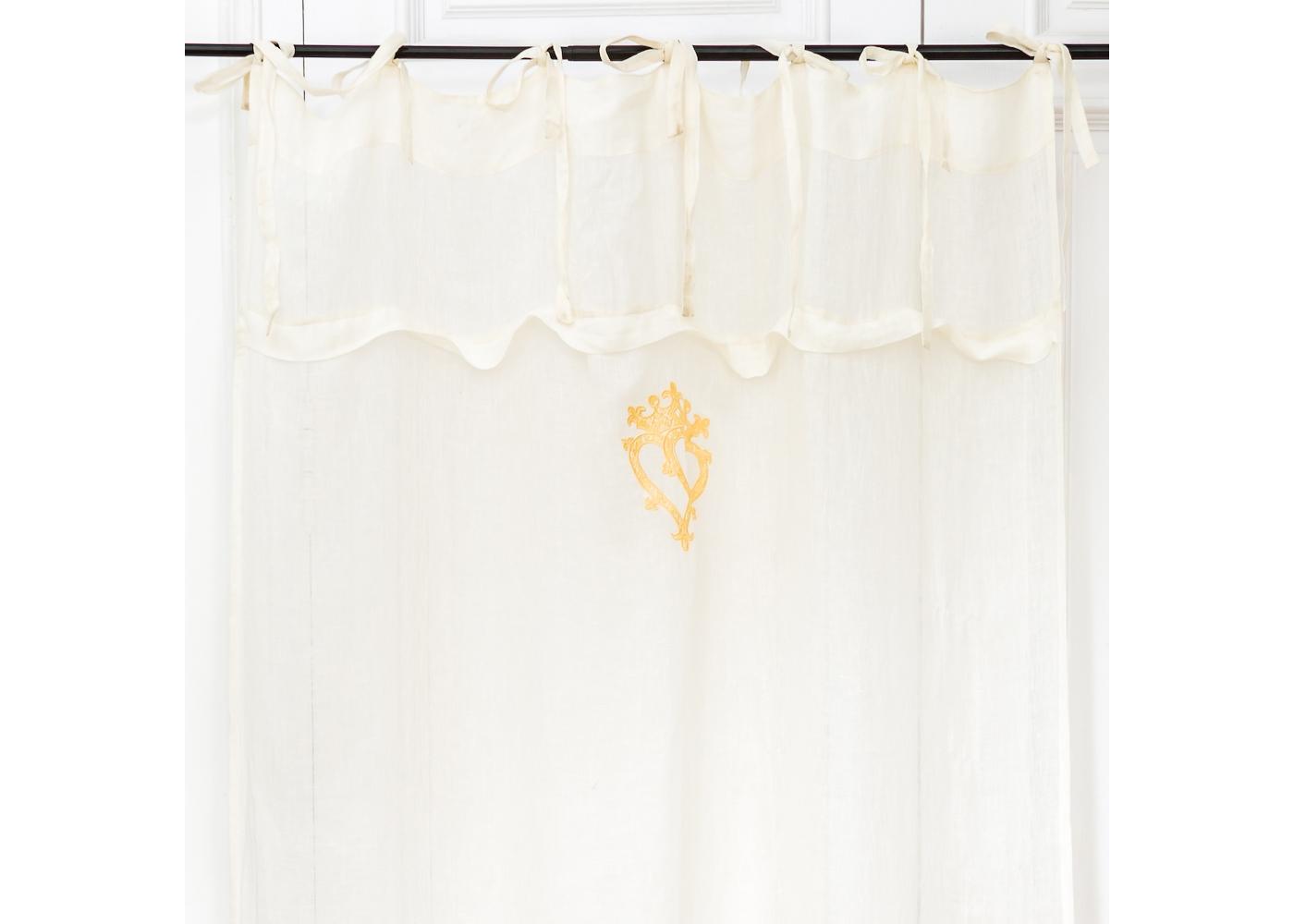 Штора «Вечная любовь»Шторы<br>&amp;lt;div&amp;gt;&amp;lt;div&amp;gt;Элегантная прозрачная штора «Вечная любовь» украшена поистине роскошной золотистой вышивкой в форме сплетенных сердец, коронованных символом Вечной Любви.&amp;amp;nbsp;&amp;lt;/div&amp;gt;&amp;lt;div&amp;gt;Штора выполнена из натурального льна. Штора размером 140?280 см поистине обворожительна. Особым украшением является бордюр под вышивкой. Штора снабжена семью петлями, которые завязываются в кокетливые банты. Каждая завязка имеет длину 40 см, что без труда позволит при необходимости удлинить штору, не смотря на то, что её готовый размер уже не мал.&amp;lt;/div&amp;gt;&amp;lt;/div&amp;gt;&amp;lt;div&amp;gt;&amp;lt;br&amp;gt;&amp;lt;/div&amp;gt;&amp;lt;div&amp;gt;&amp;lt;br&amp;gt;&amp;lt;/div&amp;gt;&amp;lt;div&amp;gt;&amp;lt;br&amp;gt;&amp;lt;/div&amp;gt;&amp;lt;div&amp;gt;&amp;lt;br&amp;gt;&amp;lt;/div&amp;gt;<br>&amp;lt;iframe width=&amp;quot;530&amp;quot; height=&amp;quot;360&amp;quot; src=&amp;quot;https://www.youtube.com/embed/iBvMqoOrDH4&amp;quot; frameborder=&amp;quot;0&amp;quot; allowfullscreen=&amp;quot;&amp;quot;&amp;gt;&amp;lt;/iframe&amp;gt;<br><br>Material: Лен<br>Width см: 140<br>Height см: 280