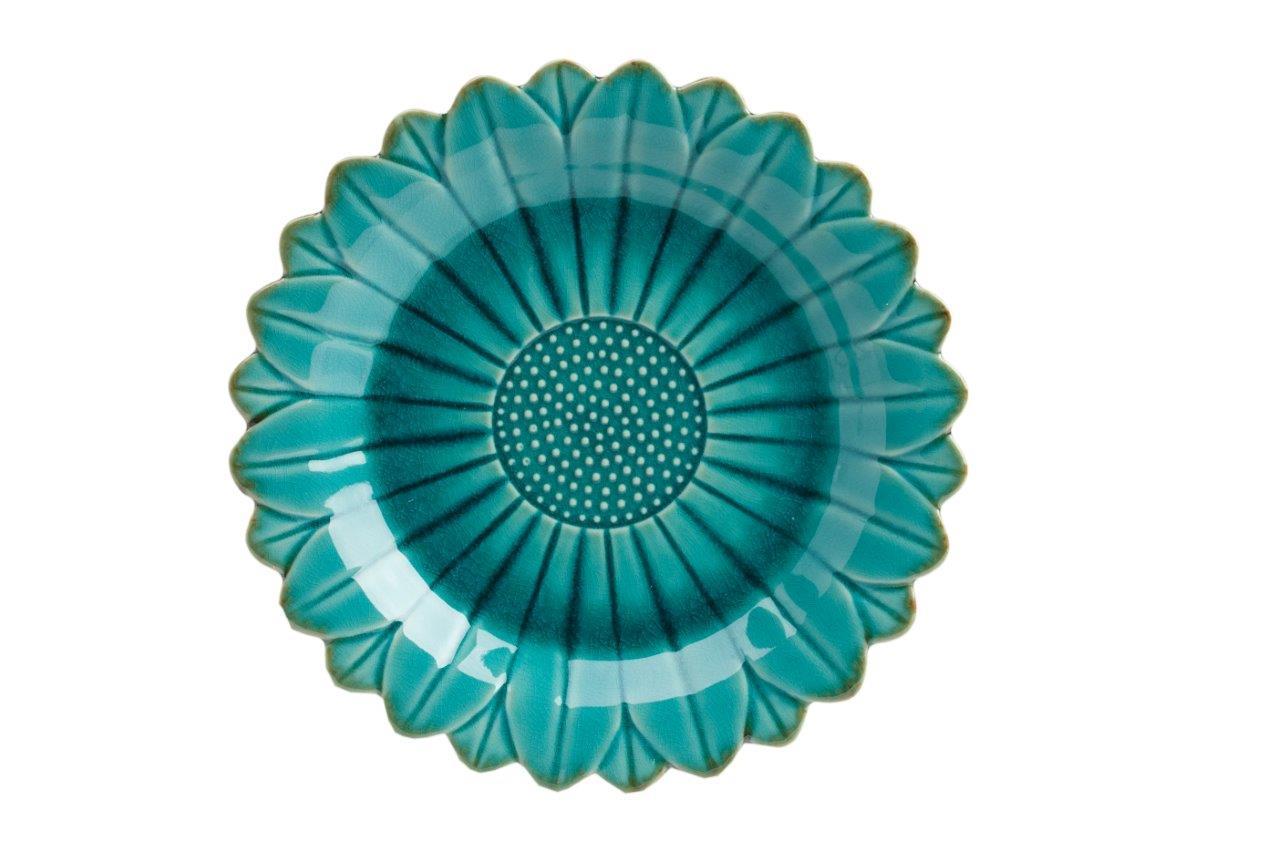 Тарелка Sunflower PiccoloДекоративные тарелки<br>Тарелка Sunflower Piccolo изготовлена в цвете аквамарин, из грубой керамики в виде цветка, хорошо просматриваются  лепестки, от чего край тарелки рифленый. Дно тарелки украшено  лепестками, в виде рельефных точек. Тарелку можно приобрести отдельно или в дополнение к другим предметам серии.<br><br>Material: Керамика<br>Depth см: 2.6<br>Height см: None<br>Diameter см: 17.5