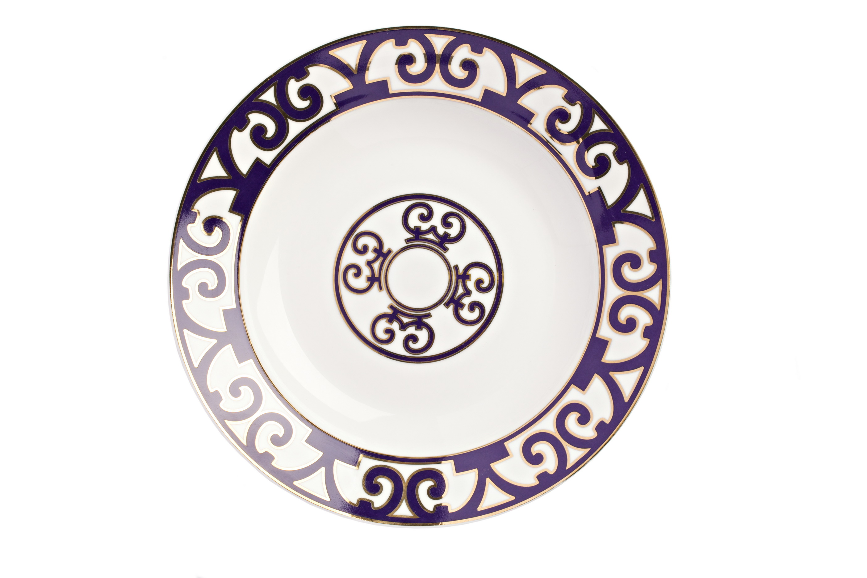Тарелка для супа Violet DreamsДекоративные тарелки<br>Классическая суповая тарелка серии «Violet Dreams» выполнена из тончайшего костяного фарфора и украшена оригинальным восточным орнаментом в темно-фиолетовых тонах. Она великолепно смотрится как самостоятельный предмет сервировки, а также в сочетании с другими изделиями серии «Фиолетовые сны».<br><br>Material: Фарфор<br>Depth см: 1.5<br>Height см: None<br>Diameter см: 21