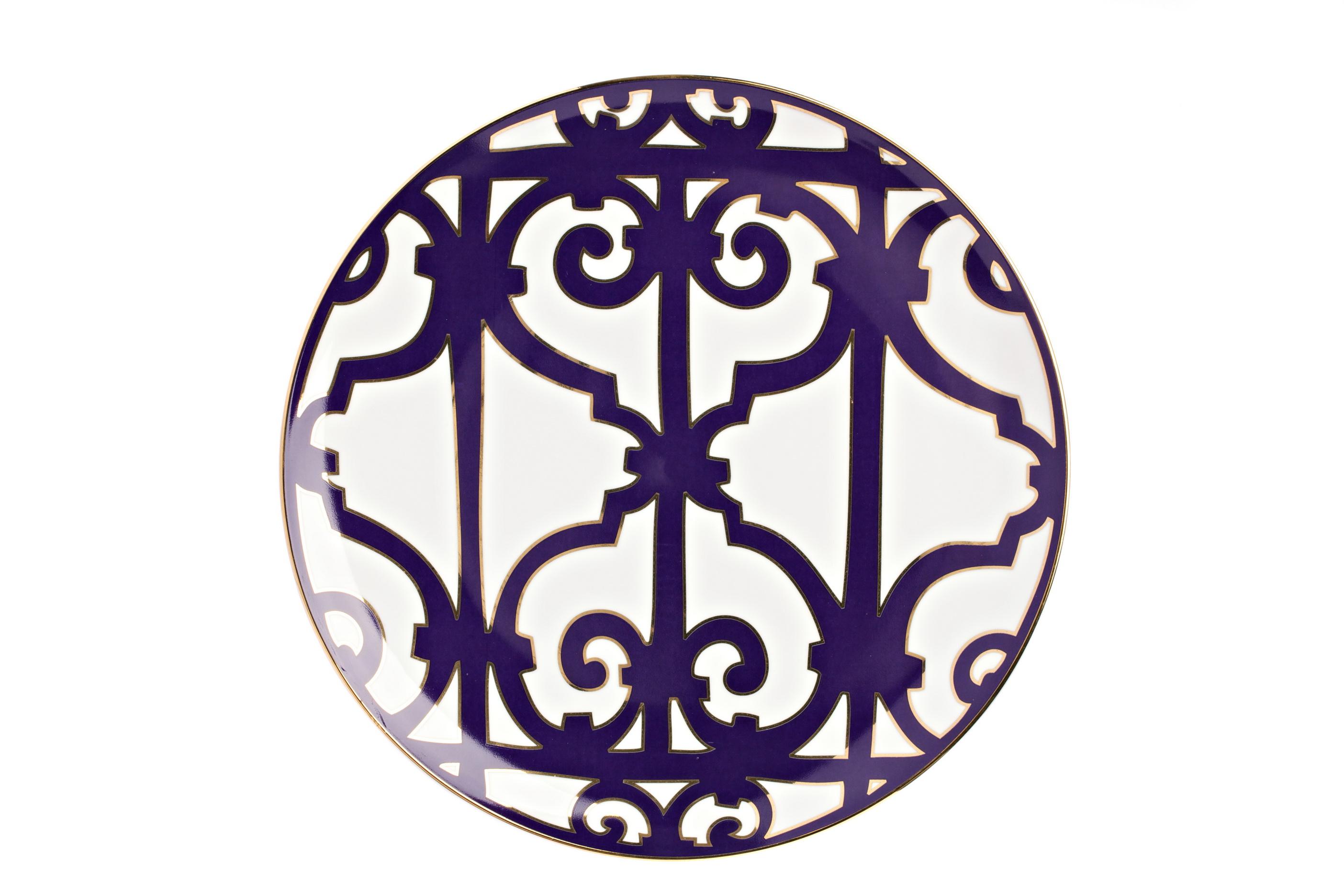 Тарелка Violet DreamsДекоративные тарелки<br>Классическая плоская тарелка из серии «Фиолетовые сны» подойдет для различных нарезок и горячих блюд. Тарелка выполнена из белоснежного костяного фарфора и украшена оригинальным фиолетовым узором. Безупречный стиль и качество исполнения сделают ее украшением вашего стола и прекрасным подарком. Вы можете приобрести ее отдельно,  а также вместе с другими предметами серии «Violet Dreams».<br><br>Material: Фарфор<br>Depth см: 1.5<br>Height см: None<br>Diameter см: 26