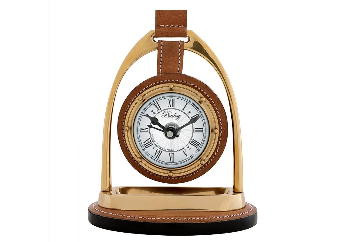 ЧасыНастольные часы<br>Настольные часы Clock Bailey Equestrian. Основа из металла цвета никель. Подставка и вставки из кожи коричневого цвета.Кварцевый механизм работающий от батарейки размером AA.<br><br>Material: Кожа<br>Width см: 17<br>Depth см: 12<br>Height см: 22
