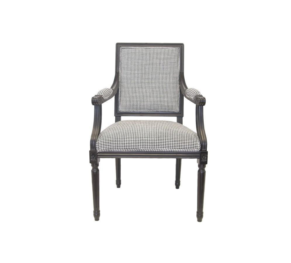 Стул RunakoСтулья с подлокотниками<br>Это яркий представитель классического стиля. В этом стуле соединились комфорт и чистота отделки. Мягкое сиденье покоряет упругостью, а ножки – красивой резьбой.<br><br>Material: Дерево<br>Width см: 62<br>Depth см: 64<br>Height см: 101