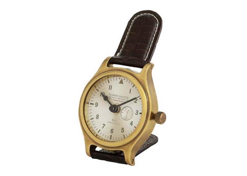 ЧасыНастольные часы<br>Настольные часы Clock Marine Master. Основание (корпус) из металла цвета античная латунь, декор из натуральной кожи черного цвета. Контрастная строчка белого цвета. Циферблат под стеклом.Кварцевый механизм работающий от батарейки размером AA.<br><br>Material: Металл<br>Width см: 9<br>Height см: 17