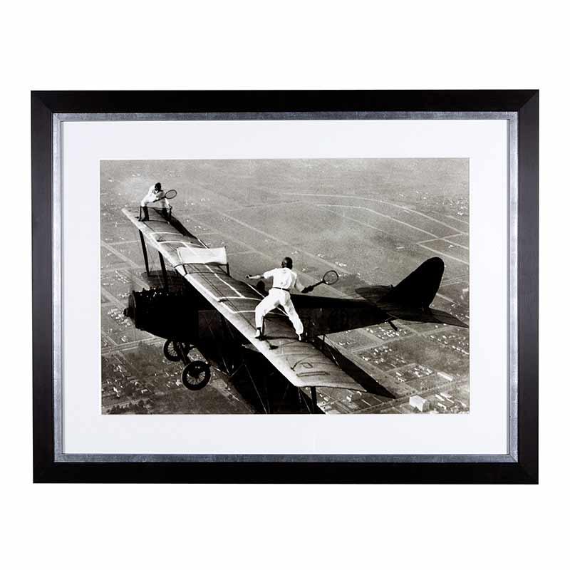 ПостерПостеры<br>Современный постер на авиационную тему Tennis On The Wing в деревянной раме, цвет рамы — черный. Prints EC141.<br><br>Material: Дерево<br>Ширина см: 69<br>Высота см: 90