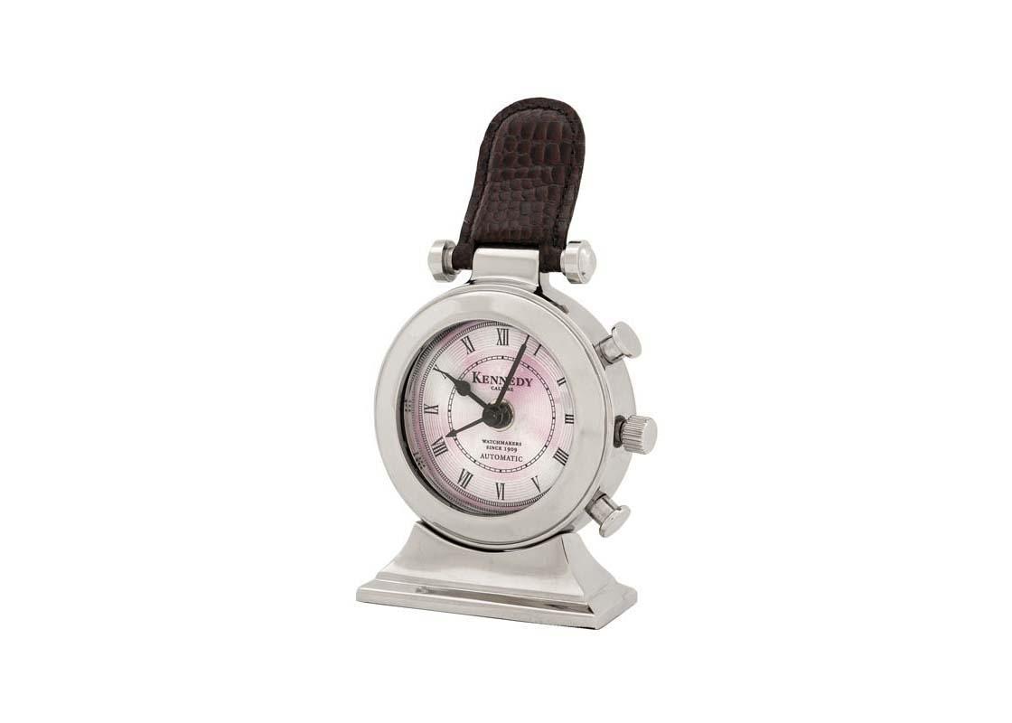 ЧасыНастольные часы<br>Часы настольные Clock Kennedy. Корпус выполнен из глянцевого никелированного металла. Циферблат под стеклянной крышкой оформлен стильным рисунком. Декор — ремешок&amp;amp;nbsp;&amp;amp;nbsp;из натуральной коричневой кожи.&amp;amp;nbsp;Кварцевый механизм работающий от батарейки размером AA.<br><br>Material: Металл<br>Width см: None<br>Height см: 19<br>Diameter см: 10