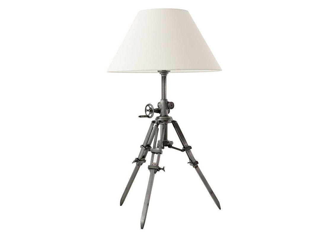 Настольная лампа MarineДекоративные лампы<br>Настольная лампа Lamp Table Royal Marine. Металлическое основание (тренога) цвета gunmetal (пушечная бронза). Тренога светильника регулируется на нужную высоту при помощи декоративных крепежей. Классический белый абажур из белой ткани.Количество лампочек: 1Мощность: 1 x 40 ВтТип лампы: Накаливания, E27<br><br>kit: None<br>gender: None