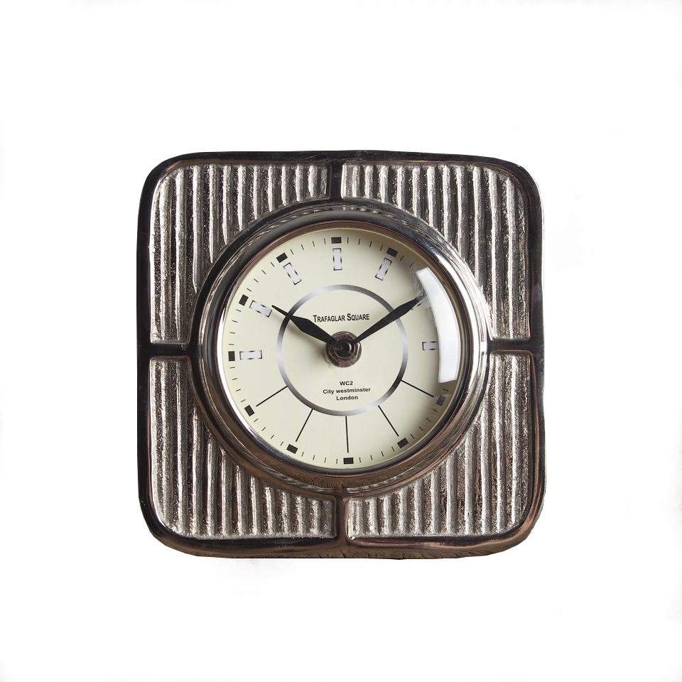 ЧасыНастольные часы<br><br><br>Material: Металл<br>Length см: None<br>Width см: 15<br>Depth см: 6<br>Height см: 15<br>Diameter см: None