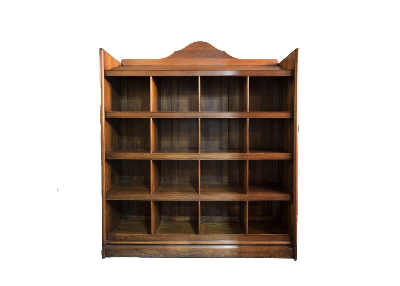 Шкаф книжный НотаирКнижные шкафы и библиотеки<br>Лаконичный шкаф с просторными полками всем своим видом демонстрирует нам готовность хранить книги любого формата. Шкаф венчает кокетливое навершие, придающее всему предмету игривый вид.<br><br>Material: Дерево<br>Length см: None<br>Width см: 150<br>Depth см: 37<br>Height см: 160<br>Diameter см: None