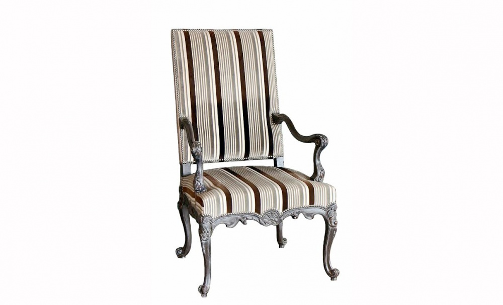 Кресло Regence Haut DossierИнтерьерные кресла<br>Кресло выполнено в ткани «Designers Guild». Состав хлопок, вискоза. Бархатные полоски выполнены из вискозы выполнены на хлопковом основании. Полоски придают креслу строгий, и в то же время динамический вид. Кресло отлично подойдет к множеству цветовых палитр в интерьере!<br><br>Material: Текстиль<br>Width см: 57<br>Depth см: 65<br>Height см: 112