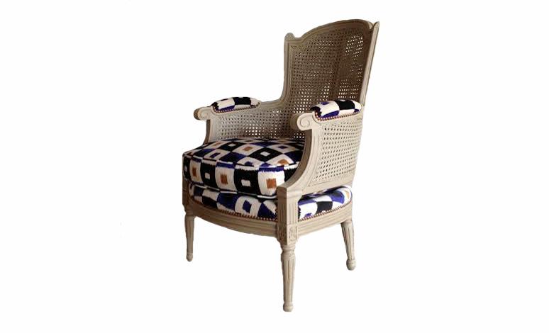 Кресло ColignyКресла с высокой спинкой<br>Оригинальное кресло французской мебельной фабрики OVATION.<br><br>Material: Дерево<br>Ширина см: 64<br>Высота см: 99<br>Глубина см: 56