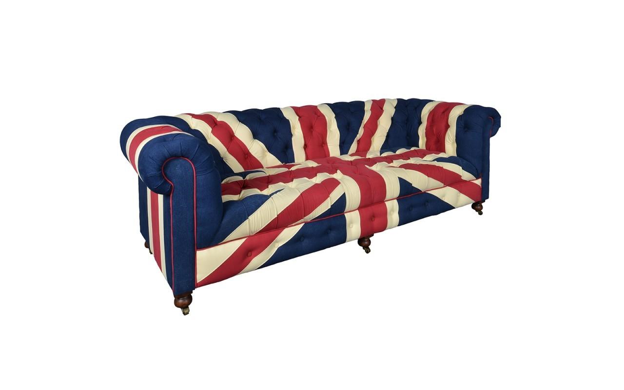Диван БенсингтонТрехместные диваны<br>Трехместный диван с низкой спинкой и подлокотниками-валиками. Обивка - парусина (деним) с изображением символики британского флага Union Jack. Декорирована стежкой-капитоне (внутренняя сторона спинки и подлокотников).<br><br>Material: Джинса<br>Width см: 240<br>Depth см: 100<br>Height см: 80