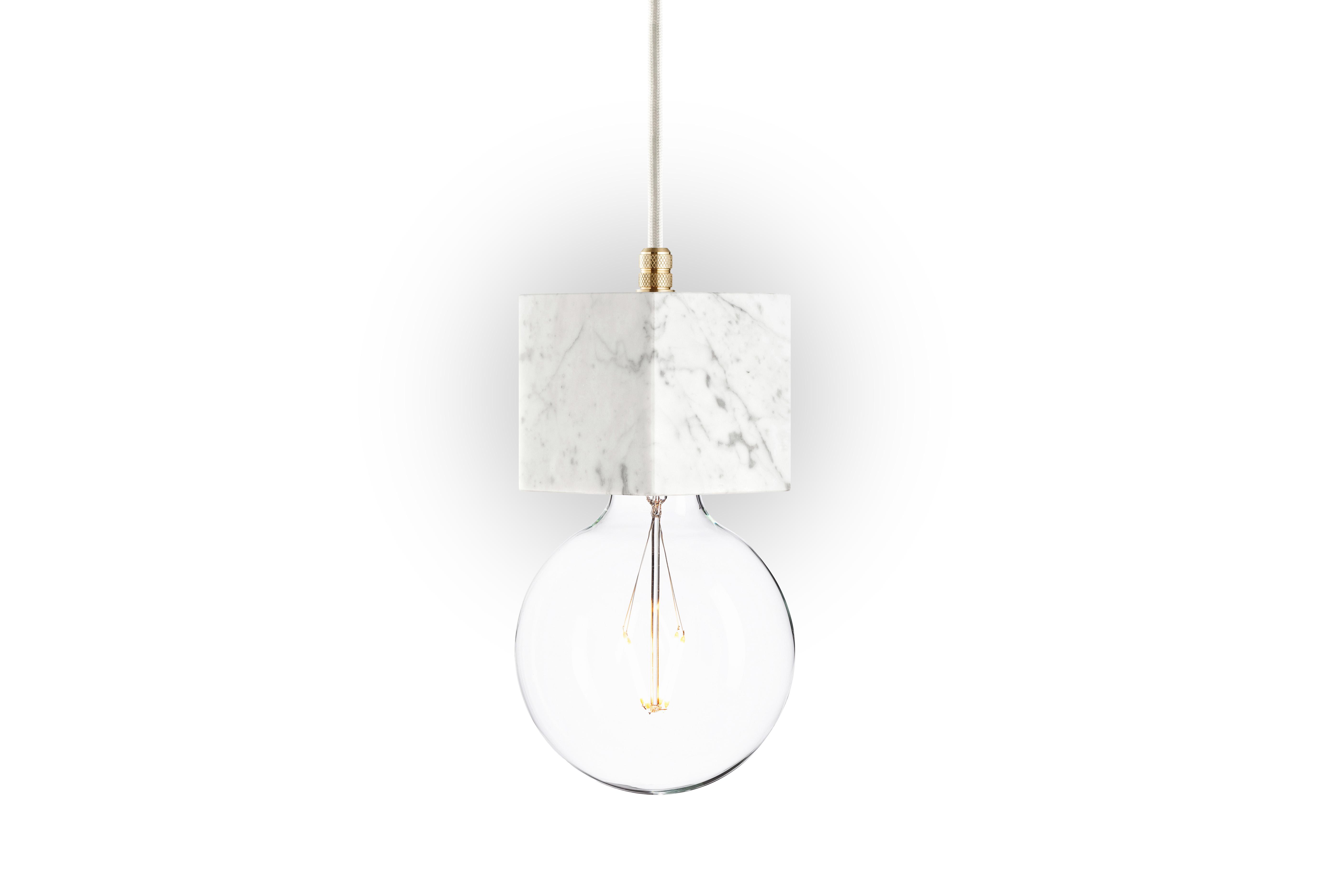 Подвесной светильник Marmor VeldiПодвесные светильники<br>Белый цвет ? утонченность в ее чистом виде. Белый мрамор&amp;amp;nbsp;?&amp;amp;nbsp;утонченность, возведенная в квадрат. Великолепный натуральный материал дарит облику подвесного светильника&amp;amp;nbsp;&amp;quot;Marmor Veldi&amp;quot; элегантность. В комбинации со строгим силуэтом конструкции он выглядит роскошно и строго одновременно. Такой дизайн делает светильник идеально подходящим для интерьеров в стиле лофт.&amp;lt;div&amp;gt;&amp;lt;br&amp;gt;&amp;lt;/div&amp;gt;&amp;lt;div&amp;gt;Лампочка приобретается отдельно. Цоколь Е27, максимальная мощность лампочки - 60W, длина шнура - 3 м. &amp;amp;nbsp;&amp;amp;nbsp;&amp;lt;/div&amp;gt;&amp;lt;div&amp;gt;Материал: корпус - мрамор Bianco Carrara, фурнитура - латунь, сталь, патрон - пластик, кабель в оплетке. &amp;amp;nbsp;<br>Под заказ. Срок изготовления 3 недели.&amp;amp;nbsp;&amp;lt;/div&amp;gt;<br><br>Material: Мрамор<br>Высота см: 10