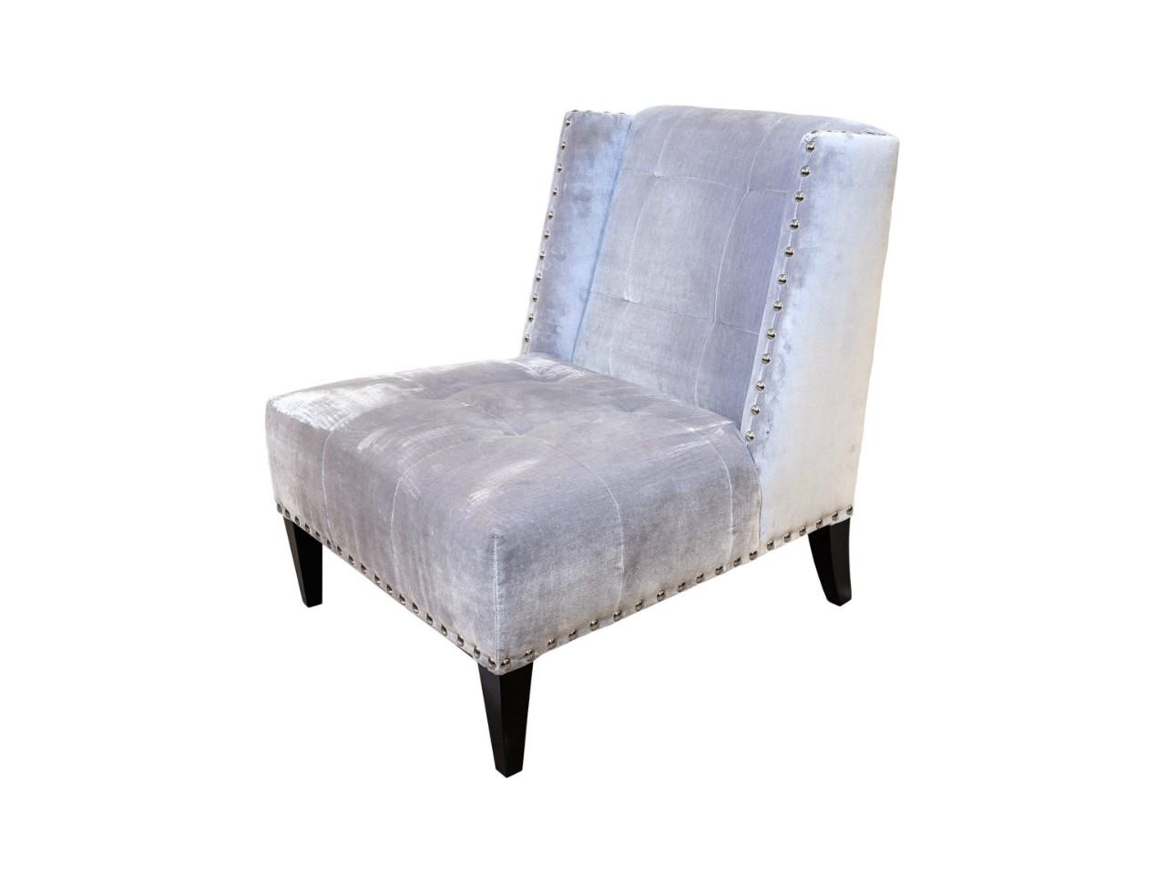 Кресло СамирИнтерьерные кресла<br>Небольшое, но очень уютное кресло из натурального дерева, обитое велюром. Такое кресло впишется в любой интерьер и может разместиться не только в зоне отдыха, а еще и перед зеркалом к примеру, или в прихожей. Оно подарит вам настоящее наслаждение от комфорта и мягкости, которое способно подарить.<br><br>Material: Велюр<br>Width см: 77<br>Depth см: 88<br>Height см: 90