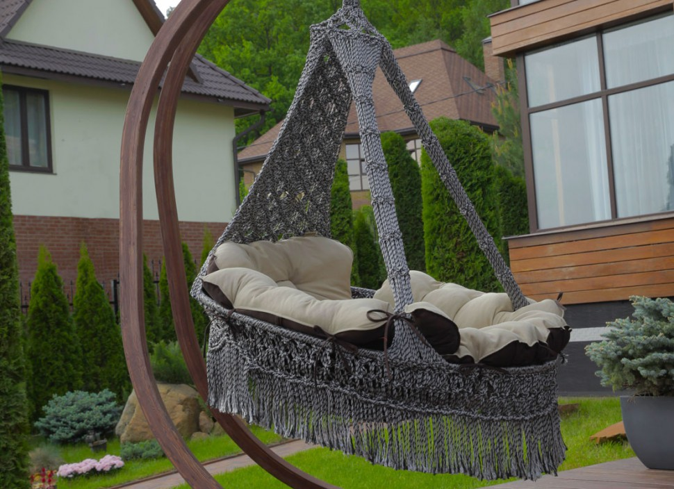 Подвесное кресло качели CartagenaКачели<br>&amp;lt;div&amp;gt;Подвесное кресло CARTAGENA с невероятно мягкими и комфортными подушками сплетено вручную из полиамидной нити. Кресло украшено эффектной бахромой и станет стильным акцентом в любом помещение и ландшафте. Чехлы у подушек сделаны из хлопко-полиэфирной ткани, которая не теряет формы, износостойкая, не мнется, держит цвет, хорошо «дышит». Наполнитель подушек – «холлофайбер» - материал не отсыревает, легко стирается. Для удобства в гамаке-кресле CARTAGENA предусмотрена регулировка по высоте передней части кресла, таким образом, что с помощью фиксаторов, находящихся внутри декоративной оплетки, можно настроить наиболее комфортное положение кресла.&amp;lt;/div&amp;gt;&amp;lt;div&amp;gt;&amp;lt;br&amp;gt;&amp;lt;/div&amp;gt;&amp;lt;div&amp;gt;Размеры кресла: ?120?180(H) см&amp;lt;/div&amp;gt;&amp;lt;div&amp;gt;Вес кресла с подушками: 16 кг&amp;lt;/div&amp;gt;&amp;lt;div&amp;gt;Выдерживаемый вес: 200 кг&amp;lt;/div&amp;gt;&amp;lt;div&amp;gt;Цвет: серебристо черный&amp;lt;/div&amp;gt;&amp;lt;div&amp;gt;Размеры упаковки: 120х30х135 см&amp;lt;/div&amp;gt;&amp;lt;div&amp;gt;Каркас в стоимость не входит.&amp;lt;/div&amp;gt;<br><br>Material: Текстиль<br>Length см: None<br>Width см: None<br>Depth см: None<br>Height см: 180<br>Diameter см: 120