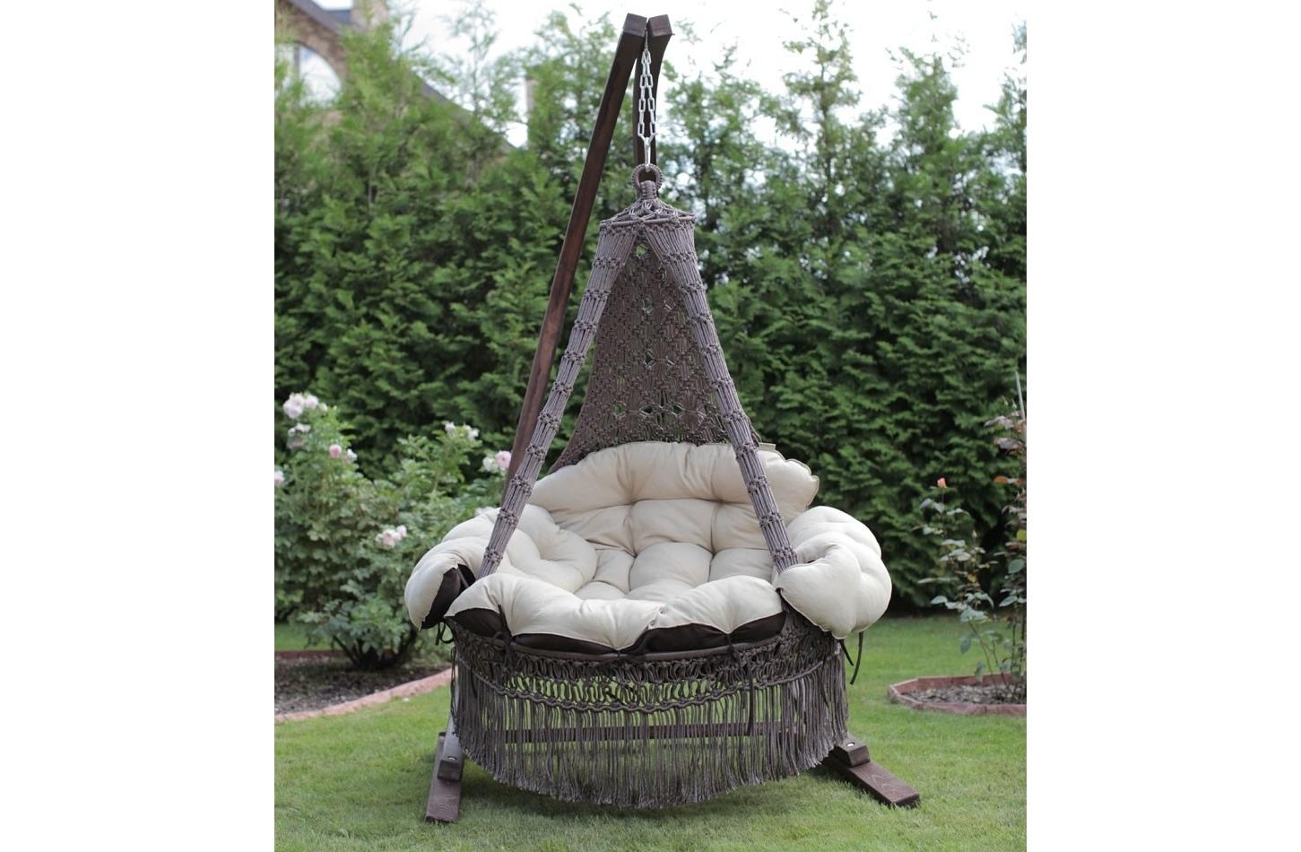 Подвесное кресло-качели CARTAGENA (коричневый)Качели<br>&amp;lt;div&amp;gt;Представляем подвесной гамак-кресло CARTAGENA с невероятно мягкими и комфортными подушками. Чехлы у подушек сделаны из хлопко-полиэфирной ткани, она не теряет формы. Наполнитель подушек – материал «холлофайбер» не отсыревает, быстро восстанавливает форму. Для удобства в гамаке-кресле CARTAGENA предусмотрена регулировка по высоте передней части кресла, таким образом, что с помощью фиксаторов внутри декоративной оплетки, можно настроить наиболее комфортное положение кресла.&amp;lt;/div&amp;gt;&amp;lt;div&amp;gt;Характеристики&amp;lt;/div&amp;gt;&amp;lt;div&amp;gt;Размеры кресла: ?120?180(H) см&amp;lt;/div&amp;gt;&amp;lt;div&amp;gt;Вес кресла с подушками: 16 кг&amp;lt;/div&amp;gt;&amp;lt;div&amp;gt;Выдерживаемый вес: 200 кг&amp;lt;/div&amp;gt;&amp;lt;div&amp;gt;Цвет: коричневый&amp;amp;nbsp;&amp;lt;/div&amp;gt;&amp;lt;div&amp;gt;Размеры упаковки: 120х30х135&amp;lt;/div&amp;gt;&amp;lt;div&amp;gt;Каркас в стоимость не входит.&amp;lt;/div&amp;gt;<br><br>Material: Текстиль<br>Length см: None<br>Width см: None<br>Depth см: None<br>Height см: 180.0<br>Diameter см: 125.0