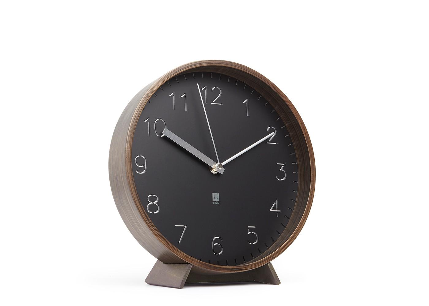 Часы настенные RimwoodНастенные часы<br>Благородное сочетание корпуса из берёзы, тонированной под орех, и стального перфорированного циферблата. Стильное решение для поклонников 70-х. Часы можно как повесить на стену, так и поставить на стол (подставка идёт в комплекте). Кварцевый механизм. Бесшумный ход. Работают от одной стандартной батарейки АА (в комплект не входит).&amp;lt;div&amp;gt;&amp;lt;br&amp;gt;&amp;lt;/div&amp;gt;&amp;lt;div&amp;gt;Дизайн: Darryl Agawin&amp;lt;/div&amp;gt;<br><br>Material: Дерево<br>Высота см: 27<br>Глубина см: 8