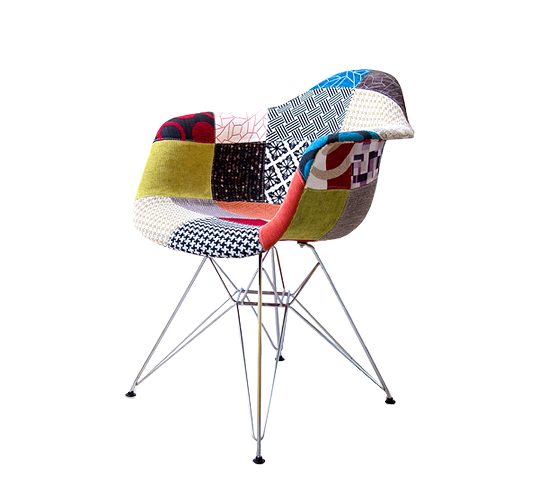 Стул DARОбеденные стулья<br>Дизайнерский стул Eames Patchwork — ремейк творения супругов Чарльза и Рей Имзов, оригинально дополнен актуальным направлением «пэчворк». Яркая текстильная обивка в этом стиле делает данную модель более уютной и домашней, с одной стороны, смягчая изначально контрастную модель из пластика и металла, и придавая ей акцент новизны, с другой стороны. Пластиковый оригинал входит в коллекции музеев МоМА и Vitra Design Museum.<br><br>Material: Пластик<br>Width см: 62<br>Depth см: 61<br>Height см: 78