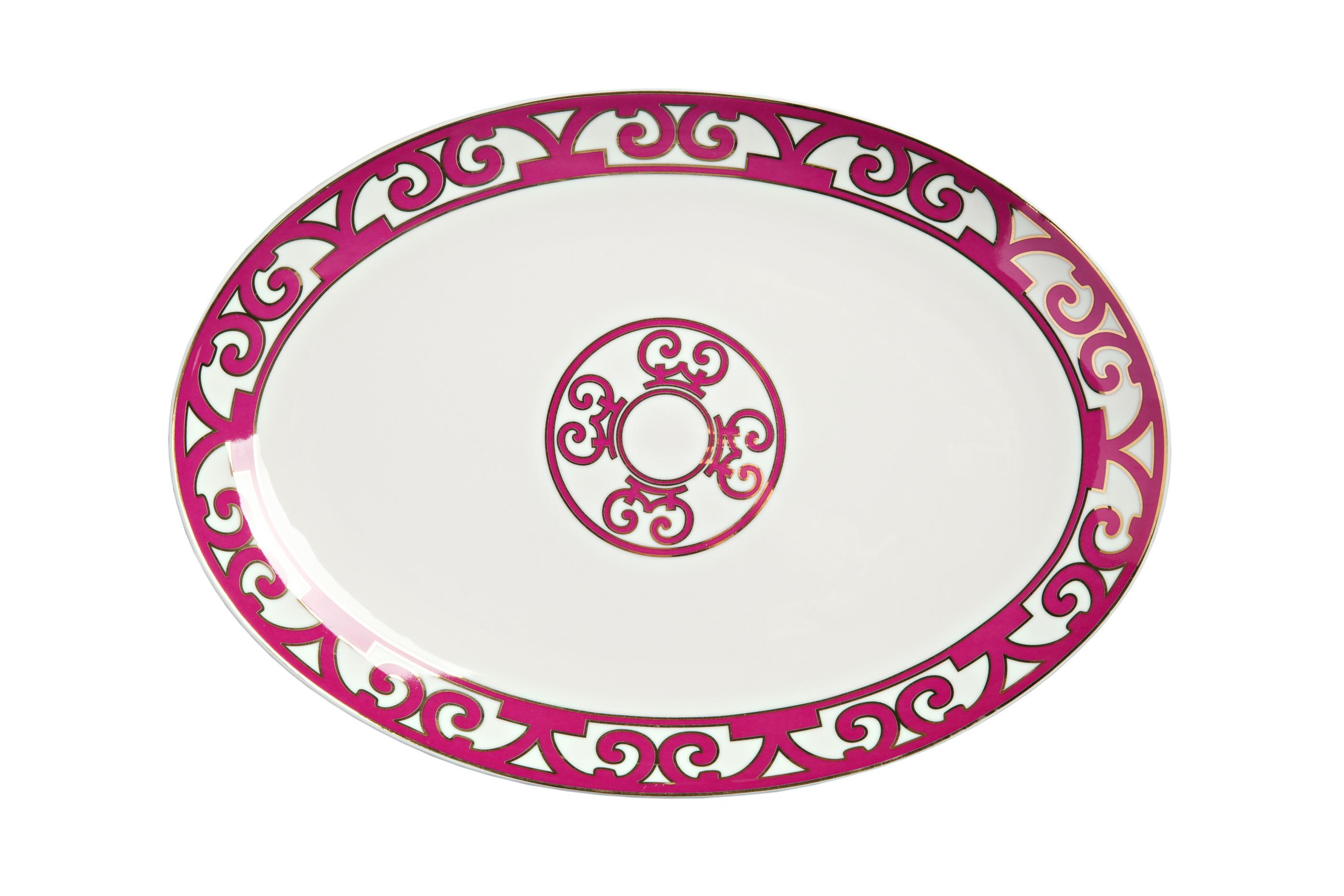 Овальное блюдо Sienna БольшоеДекоративные блюда<br>Большое овальное блюдо коллекции «Sienna» выполнено из изысканного костяного фарфора и украшено контрастным лиловым узором в стиле модерн (moderne) и солярным символом в центре. Блюдо предназначается для подачи разнообразных салатов, закусок и нарезок. Вы можете приобрести изделие отдельно либо в комплекте с другими предметами коллекции «Sienna».<br><br>Material: Фарфор<br>Width см: 37<br>Depth см: 26<br>Height см: 1.5<br>Diameter см: None