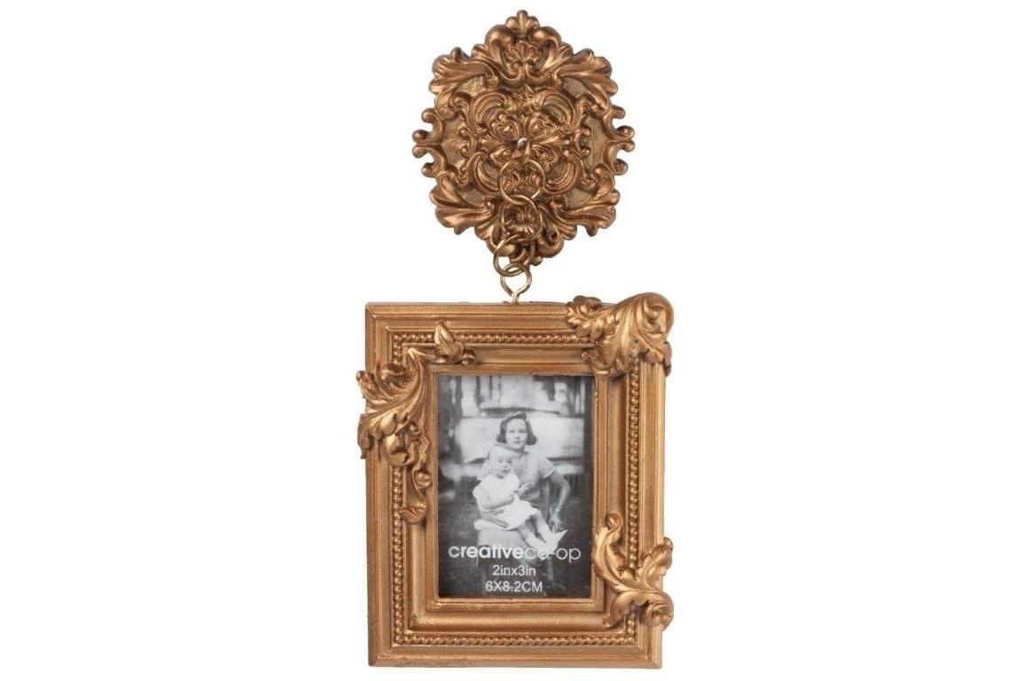 Рамка для фотографии ClassiqueРамки для фотографий<br>Оригинальная по своему дизайну фоторамка Classique непременно украсит собой стены вашего дома, привнося в него дополнительный уют, тепло и изысканность. Аксессуар изготовлен из полирезина и имеет бронзовый цвет, что делает его богатым и роскошным на вид. Фоторамка Relique может быть приобретена самостоятельно или в комплекте с предметами декора той же коллекции.<br><br>Material: Пластик<br>Width см: 10<br>Depth см: 3<br>Height см: 21