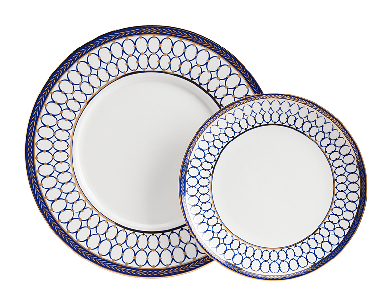 Комплект тарелок GiftДекоративные тарелки<br>Размеры: большая тарелка диаметр 27,5 см.; малая тарелка диаметр 20см.<br><br>Material: Фарфор<br>Depth см: 2<br>Height см: None<br>Diameter см: 27,5