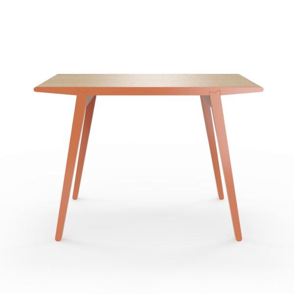 Стол M?nster?sОбеденные столы<br>Стол M?nster?s сочетает в себе формы футуристичных 60-х и естественность скандинавского дизайна. Окрас элементов стола в морковный цвет. Сборка не требуется. Данный стол производится в 5 размерах.<br><br>Material: Фанера<br>Ширина см: 110<br>Высота см: 75<br>Глубина см: 60