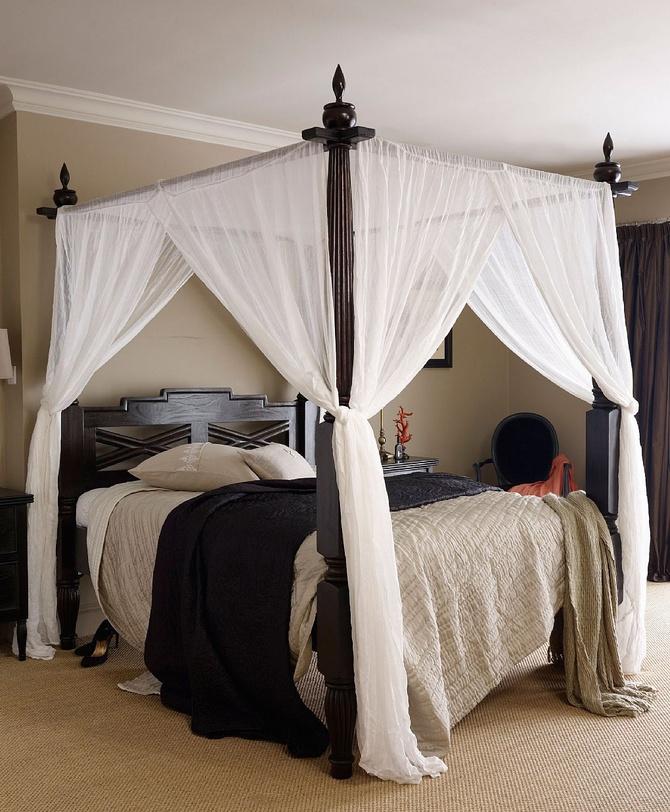 Кровать с балдахином Keraton KingДеревянные кровати<br>Величественная кровать в колониальном стиле. Спинка украшена искусной резьбой. Декоративные элементы выполнены вручную. Балдахин создаст атмосферу таинственности и романтики.<br><br>Возможна в отделке walnut brown, dark brown.<br>Размер матрасного места Queen(160x200), King(180x200)<br><br>Material: Тик<br>Length см: 220.0<br>Width см: 193.0<br>Depth см: None<br>Height см: 212.0<br>Diameter см: None