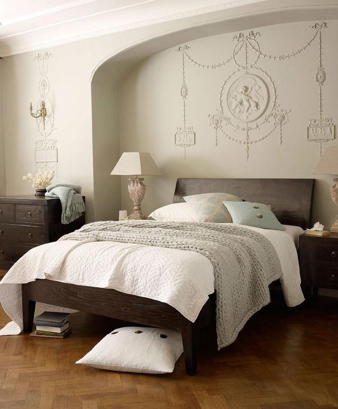 Кровать Catalina QueenДеревянные кровати<br>&amp;lt;div&amp;gt;Catalina Queen всем свои видом демонстрирует природное начало и великолепие простых форм. Натуральный массив тика придает модели благородство, усиливающееся за счет богатого коричневого оттенка. Слегка наклоненное изголовье кровати и ножки, суженные книзу, делают силуэт лаконичным. Отсутствие декоративных элементов позволяет сочетать этот предмет мебели с различными аксессуарами и текстилем. Массивные линии и немного аскетичная отделка идеально подчеркнут самобытность интерьера в стиле кантри.&amp;amp;nbsp;&amp;lt;br&amp;gt;&amp;lt;/div&amp;gt;&amp;lt;div&amp;gt;&amp;lt;br&amp;gt;&amp;lt;/div&amp;gt;&amp;lt;div&amp;gt;Возможна в отделке walnut brown и dark brown.<br>Размер матрасного места Queen(160x200), King(180x200)&amp;lt;/div&amp;gt;<br><br>Material: Тик<br>Length см: 220.0<br>Width см: 166.0<br>Depth см: None<br>Height см: 110.0<br>Diameter см: None