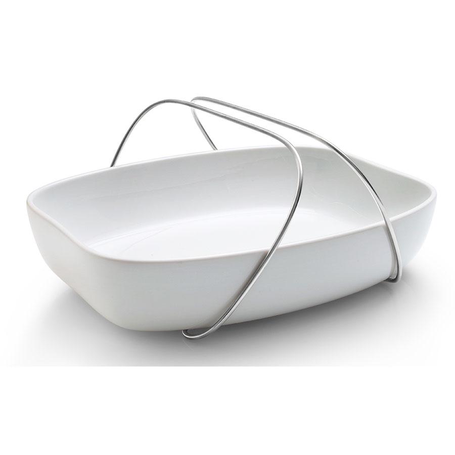 Блюдо с ручкамиДекоративные блюда<br>Удобная и изящная форма для запекания от известного датского бренда Eva Solo сделана из керамики и оснащена удобными ручками, которые могут также служить подставкой - поэтому с их помощью можно не только донести форму до стола, но и поставить его на стол, не рискуя повредить поверхность. Благодаря этому и стильному дизайну форма для запекания превращается в сервировочную тарелку! Кроме того, форму можно держать одной рукой, при этом второй помогать в сервировке. Ручки регулируются и могут отодвигаться в стороны. Просто и элегантно!<br><br>Material: Керамика<br>Width см: 39<br>Depth см: 6,5<br>Height см: 28