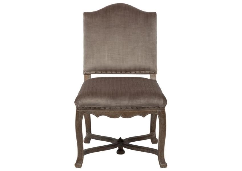 Стул VirginieОбеденные стулья<br>Этот великолепный винтажный стул будет органичен как в тщательно продуманном просторном лофте, так и в попурри аксессуаров колониального стиля. Состаренный дубовый каркас элегантно оттеняет льняную обивку цвета грозового облака, а нитка модных заклепок вместо швов не оставляет сомнений: перед Вами роскошная дизайнерская вещь.<br><br>Material: Дуб<br>Width см: 56<br>Depth см: 64<br>Height см: 96