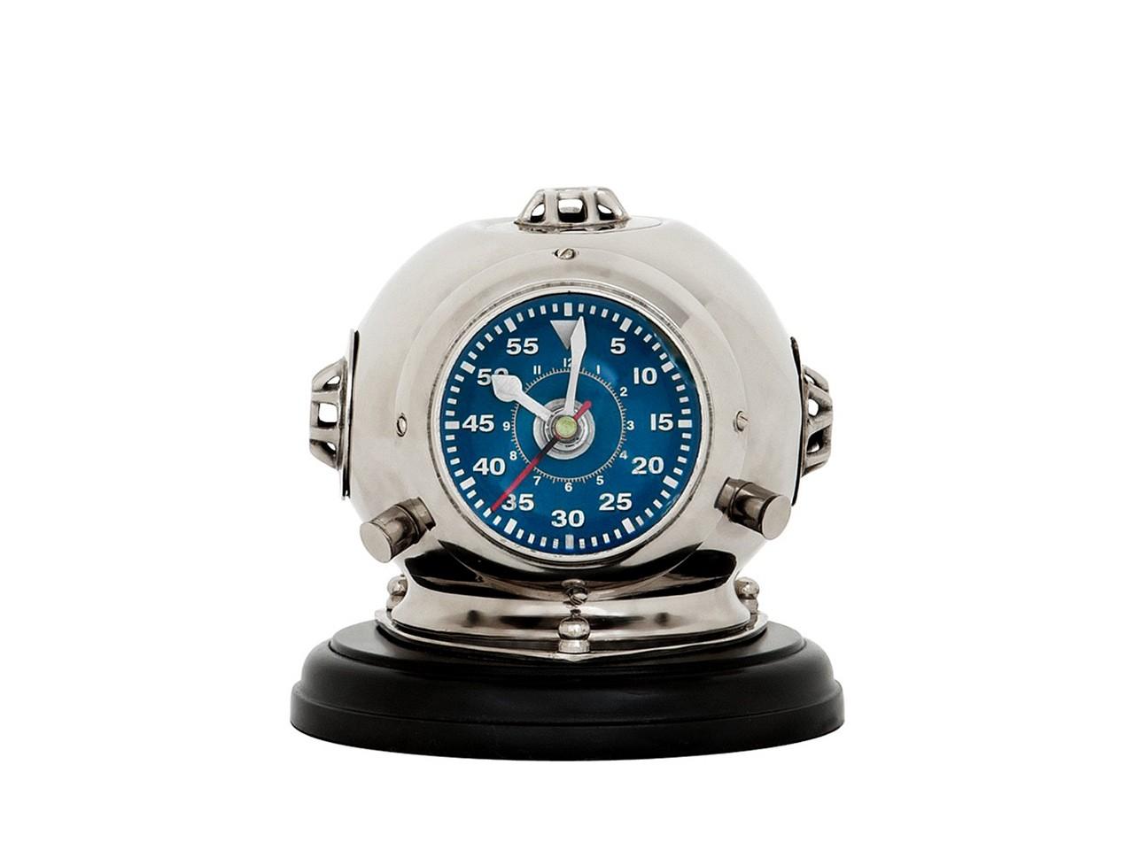 Часы Clock Diving Helmet OdysseyНастольные часы<br>Часы настольные Clock Diving Helmet Odyssey с оригинальным дизайном выполнены из никелированного металла на подставке черного цвета.<br><br>Material: Металл<br>Ширина см: 18.0<br>Высота см: 19.0<br>Глубина см: 18.0