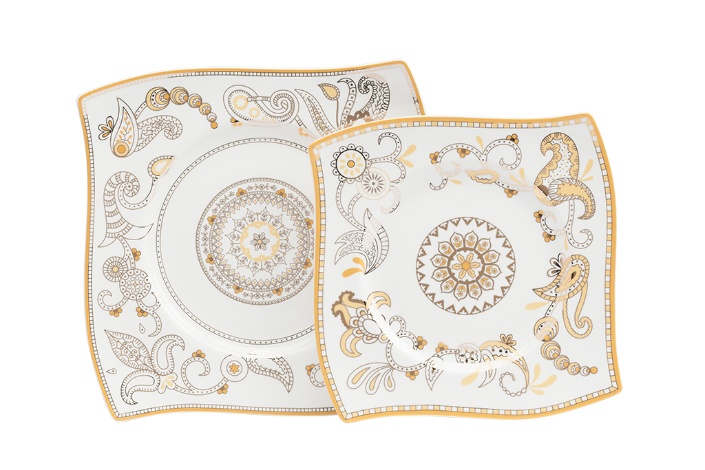 Комплект тарелок Artblanc GoldДекоративные тарелки<br>Комплект тарелок Artblanc Gold выполнен из костяного фарфора в виде паруса, декорирован интригующим орнаментом в сером и золотом цвете. Роспись тарелок удачно согласуется с формой, данная композиция относится к современному стилю. В комплект входят две квадратные тарелки размером 25,5*25.5 и 20*20 см.<br><br>Material: Фарфор<br>Width см: 25.5<br>Depth см: 25.5<br>Height см: 1<br>Diameter см: 25,5