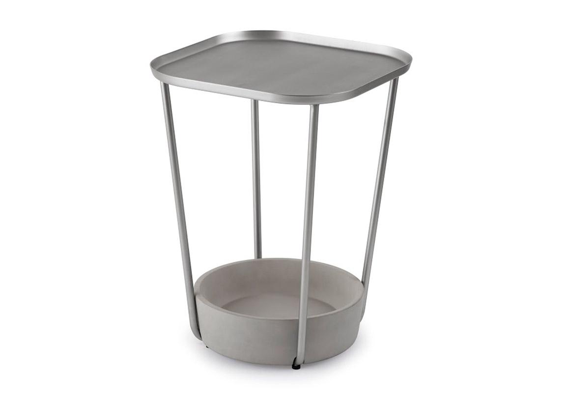 Столик придиванный TavaloПриставные столики<br>Столик – очень удобная вещь. На него можно поставить чашку кофе, положить журнал или книгу, телефон и пульт не будут затеряны в диване. Симпатичные столики Tavalo занимают мало места, смотрятся воздушно благодаря своей конструкции и стильно благодаря изящной стальной столешнице. Помимо обычных функций столика, можно придумать функционал и для нижней части – например, поставить туда вазу с цветами.<br><br>Material: Металл<br>Height см: 51<br>Diameter см: 38